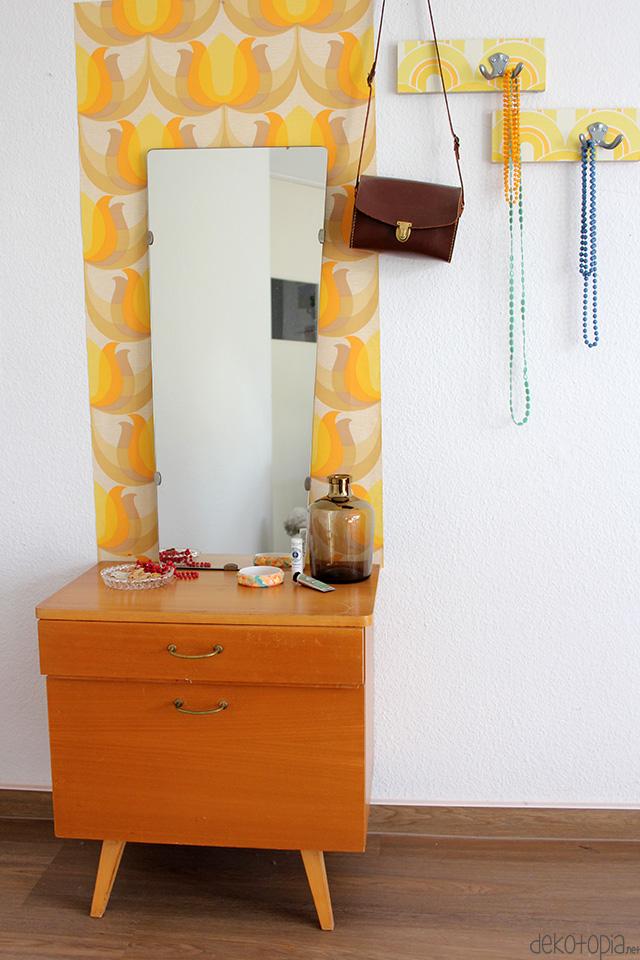 Die wilden 70er kleiderhaken mit vintage tapeten dekotopia for Garderobe 70er design