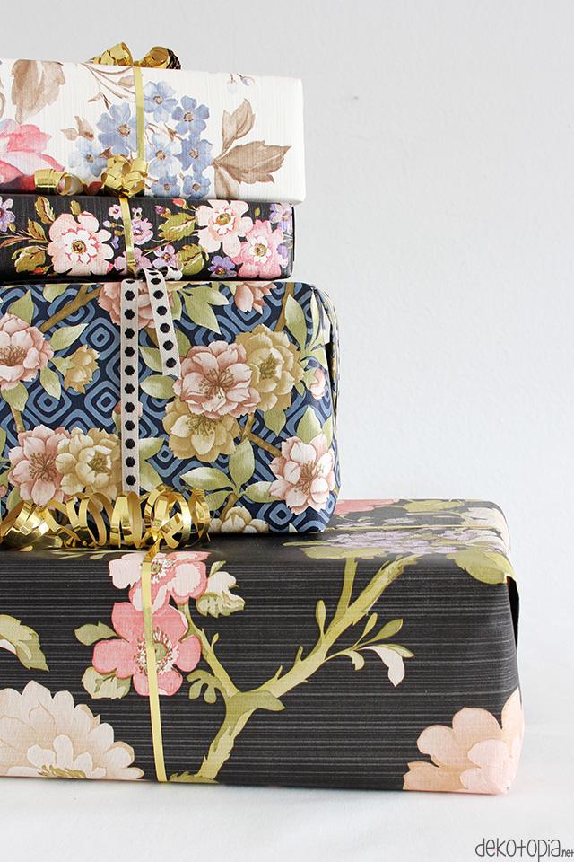 Verpacke Geschenke in schöner Tapete mit Blümchenmuster