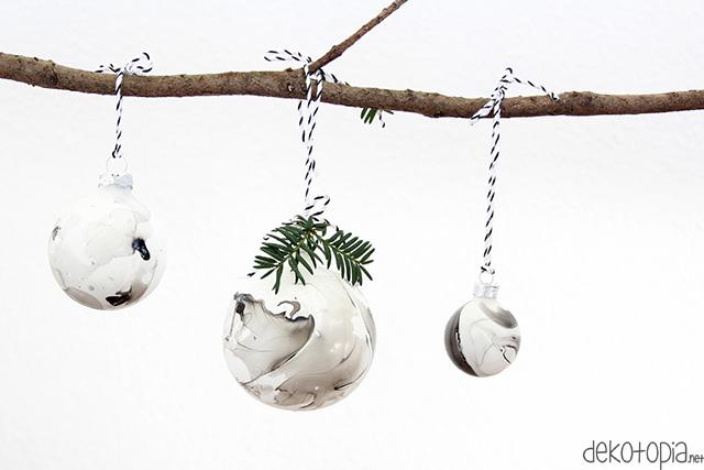 DIY Anleitung: Christbaumkugeln marmorieren mit Nagellack
