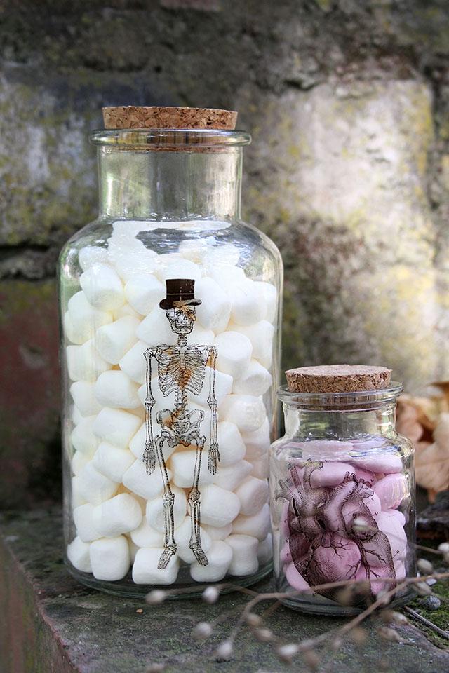 DIY_Anleitung: Apothekerflaschen mit grusel Motiven. Tolle Halloween Deko!