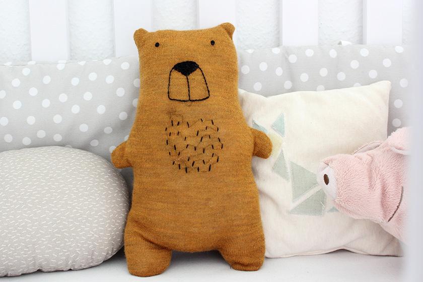 diy anleitung teddy aus altem pulli n hen upcycling. Black Bedroom Furniture Sets. Home Design Ideas