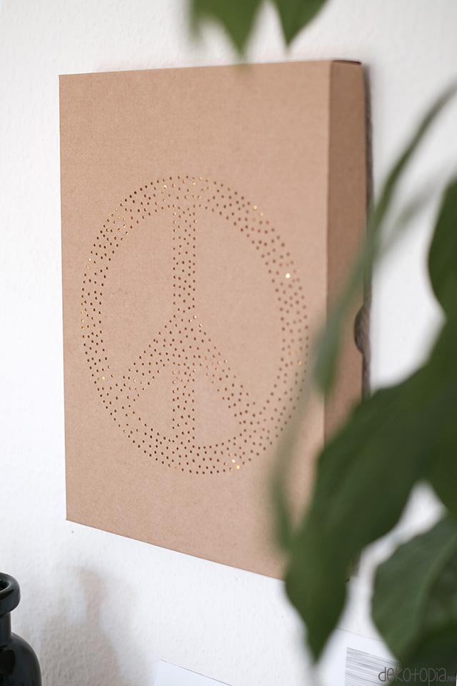 DIY Anleitung: Lichtbox aus Versandkaton und LED Lichterkette selber machen