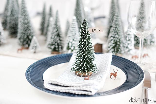 Platzkarte mit Tannenbaum und Hirsch - Winterwald Platzdeko für Weihnachten