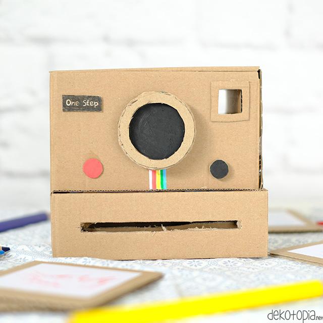 Bastel eine coole retro Polaroid Kamera aus Pappkarton - für weniger als 1 Euro! Dieses Upcycling Projekt ist toll für Kinder oder als Geschenkidee